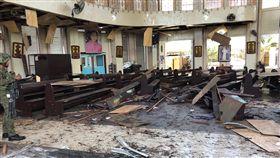 菲律賓和魯鎮教堂遭恐攻菲南蘇祿省和魯鎮大教堂接連發生爆炸,教堂內滿目瘡痍。(西民答那峨島軍區提供)中央社記者林行健馬尼拉傳真 108年1月27日