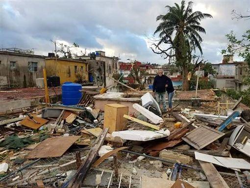 80年最強龍捲風!古巴多處地區遭摧毀 至少4死195傷(圖/翻攝自twitter)