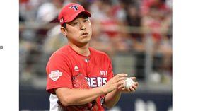 ▲KIA虎投手尹錫珉減薪金額破紀錄。(圖/截自韓國媒體)