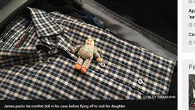 美國,飛機,恐懼,娃娃(圖/翻攝自《BBC》)