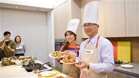 內政部長徐國勇偕同去年國慶大典主持人之一、來自越南的新住民阮秋姮,聯手為大家「上菜」。(圖/內政部提供)