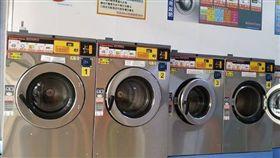 往生用品送自助洗衣店 網友:沒看到的更恐怖(圖/爆廢公社)