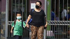 曼谷當局疲於應付引發民眾擔憂的空污危機,有毒霧霾今日迫使當局發布空前命令,關閉近450所學校。(圖/達志影像/美聯社)