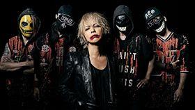 日本搖滾天團「彩虹樂團」主唱HYDE。(圖/翻攝自自由惑星粉專)