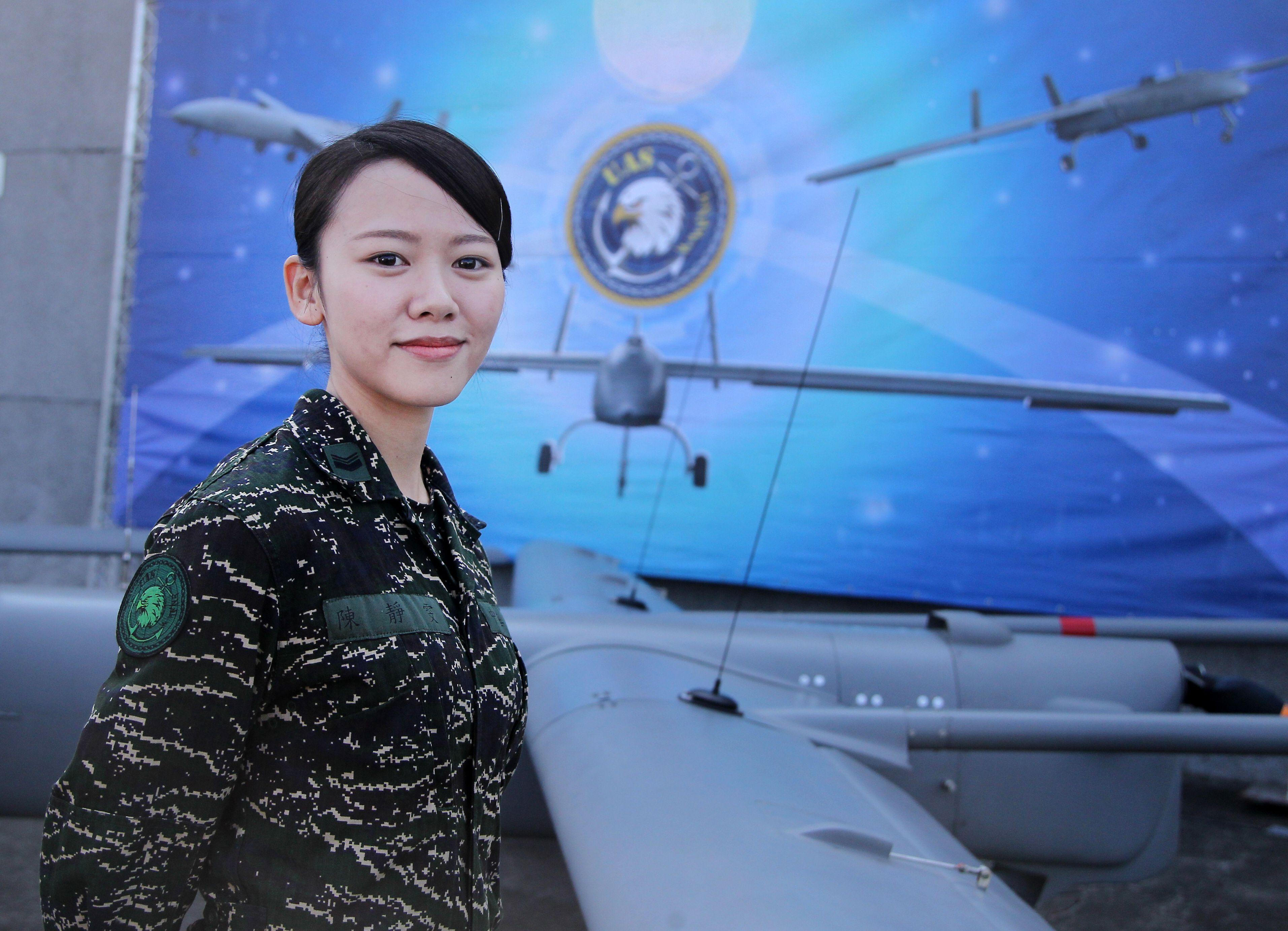 海軍海上戰術偵搜大隊首次向國人公開銳鳶無人機。(記者邱榮吉/屏東拍攝)
