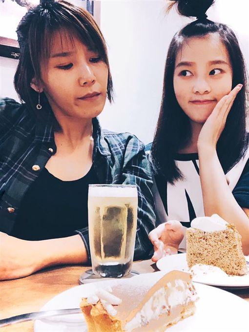 李佳薇、李佳歡「游手好弦娛樂」提供