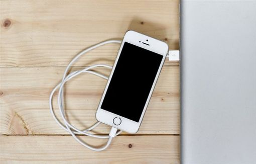 圖/取自免費圖庫Pixabay,手機充電