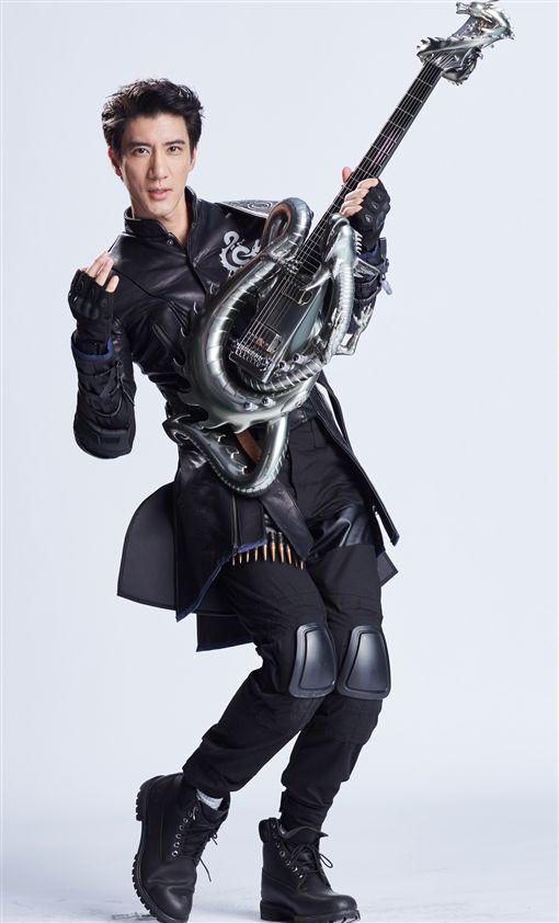 王力宏登上QQ港台10大歌手。(圖/翻攝自王力宏微博。)
