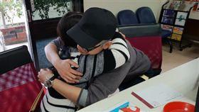 「28年沒見面」男與生母擁抱淚崩 戶所人員也哭了(圖/翻攝自新北民政局網站)