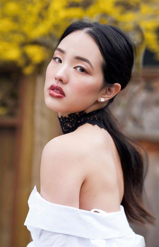 韓冰不論政治圈還是娛樂圈明年皆有大好前程等著她。(圖/翻攝自臉書)