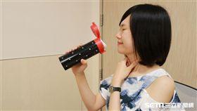 醫師陳亮宇提醒,一般民眾較難以分辨何種原因引起喉嚨搔癢卡痰,建議應就醫由醫師診斷。(示意圖非新聞當事人/亞大醫院提供)