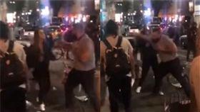 美國,洛杉磯,熱狗,排隊,激怒,毆打,自首,腦震盪 圖/翻攝自YouTube