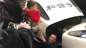 (圖/翻攝自微博)中國,武昌,高鐵,墜軌,拍照