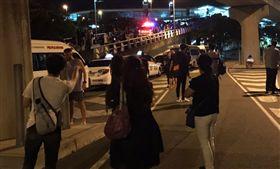 男子亮刀發出炸彈威脅 布里斯本機場關閉數小時 (圖/翻攝自twitter)