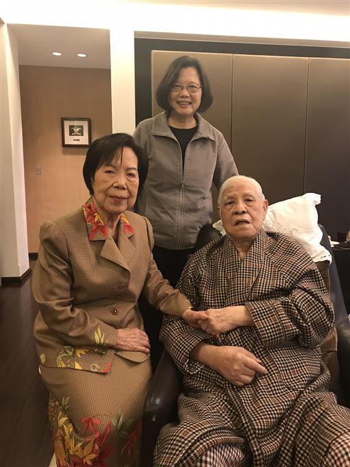 蔡英文探望李登輝和曾文惠 圖/總統府提供