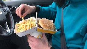 麥當勞漢堡盒這樣使用,網友驚呆了(圖/翻攝爆廢公社)