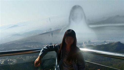 碧山巖開漳聖王廟拍到「靈異照片」。(圖/翻攝自爆怨公社)