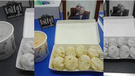 爸媽還有外公外婆陪吃年夜飯,一張照片逼哭上萬網友。(圖/翻攝爆廢公社二館)