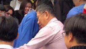 ▲台北市長柯文哲到行天宮祈福,現場擠爆。(圖/翻攝自柯文哲臉書)