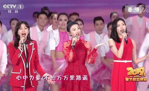 秦嵐、景甜、江疏影,春晚演出大受好評,被稱作「央視三美」。(圖/翻攝自YouTube)