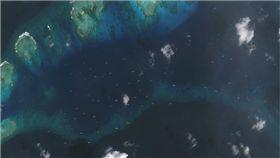 菲律賓填海造陸惹火中國!「百船齊發」圍島威嚇 圖/翻攝自AMTI