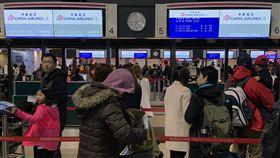 華航機師宣布罷工(2)桃園市機師職業工會華航分會宣布8日清晨6時啟動罷工,華航表示,中午12時前從桃機出發的航班目前不受影響。圖為桃園機場華航櫃檯情形。中央社記者張新偉攝  108年2月8日