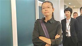 李凈瑜返抵台灣 下一步有待討論非政府組織(NGO)工作者李明哲妻子李凈瑜(前左)與婆婆郭秀秦12日晚間返抵台灣,郭秀秦低調表達感謝,李淨瑜則是發表返國聲明,至於下一步,李淨瑜說,還要再與救援小組討論。中央社記者吳睿騏桃園攝  106年9月12日