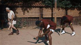 NBA/笑歪!巴特勒遭嗆…閉嘴奴隸 NBA,費城七六人,Jimmy Butler,羅馬,角鬥士,奴隸 翻攝自YouTube Jimmy Butler