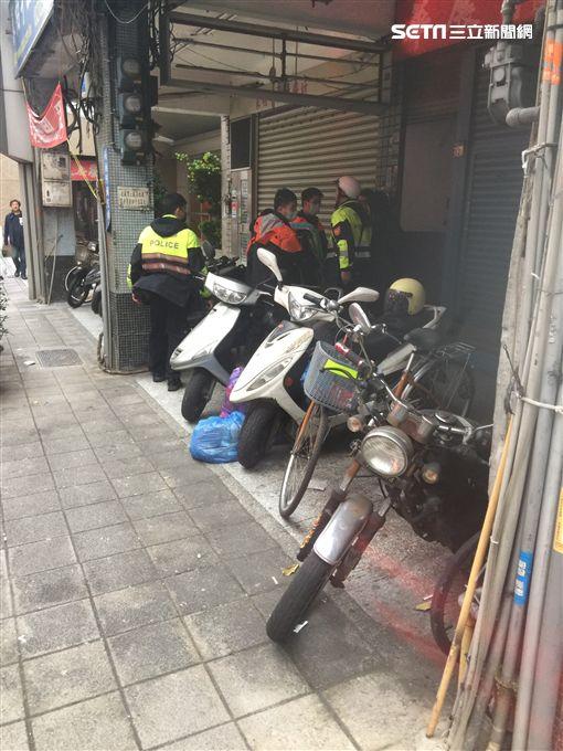 台北,大同,酒醉,強制送醫。讀者提供