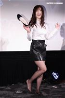 日本AV女優大槻響現身台北粉絲見面會,現場與粉絲玩野球拳一脫再脫福利滿滿。(記者林士傑/攝影)