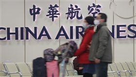 華航機師罷工 17航班取消6航班延遲華航機師罷工進入第2天,根據華航官網統計,9日共有17航班受到罷工影響而取消,6航班延遲。中央社記者徐肇昌攝 108年2月9日