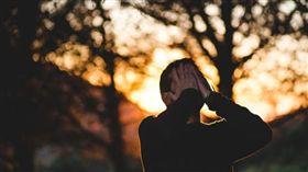 男人,哭泣,傷心,難過(示意圖/PIXABAY)
