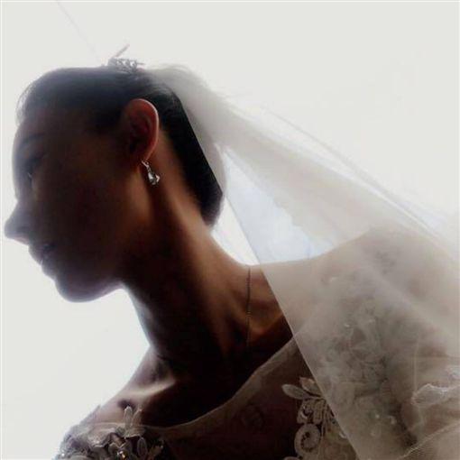 張柏芝婚紗照。(圖/翻攝自IG)