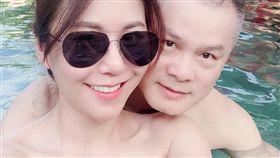 洪曉蕾與帥大叔同遊峇里島。(圖/翻攝自臉書)