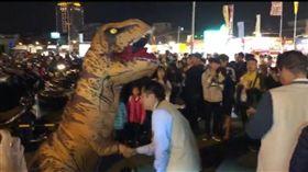 台南,16歲,恐龍裝,學費,毆打,黃偉哲(圖/翻攝畫面)