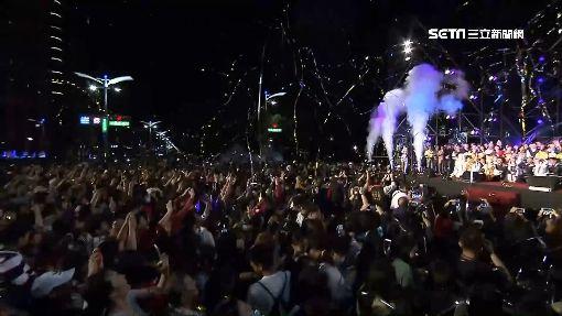 金銀河燈會開幕 韓國瑜手捧「素還真」邀賞燈