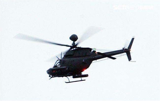 陸航OH-58D戰搜直升機實施空中火箭射擊。(記者邱榮吉/台中拍攝)
