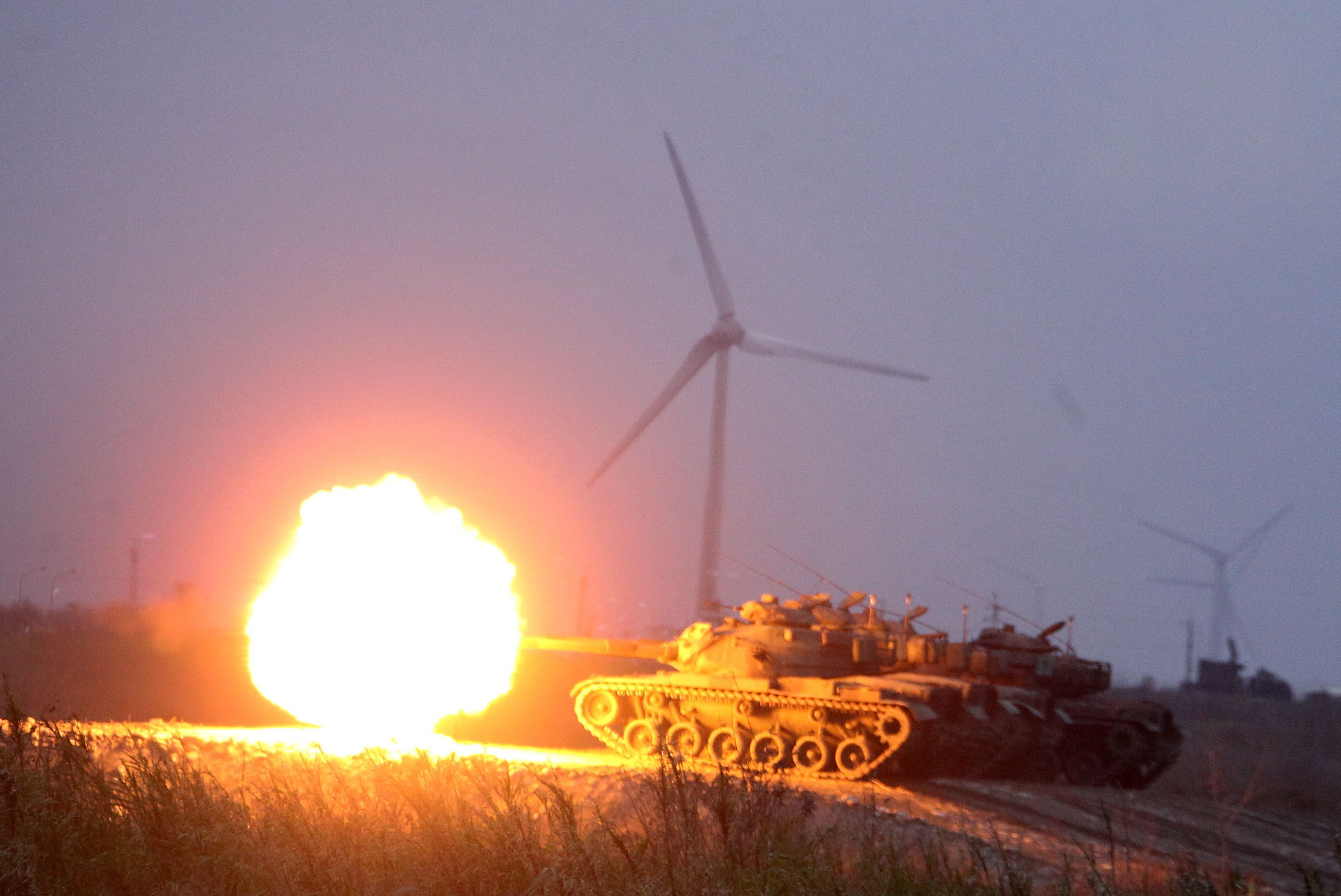 M60A3戰車實施火砲射擊。(記者邱榮吉/台中拍攝)