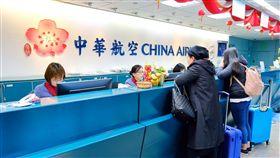 華航機師罷工第4天 桃機航班22航班受影響華航機師罷工進入第4天,桃園國際機場公司表示,根據中華航空公司在11日上午8時30分提供的資料顯示,預估有9個出境航班及13個入境航班,共22個航班取消,受影響旅客約3893人。中央社記者吳睿騏桃園機場攝  108年2月11日