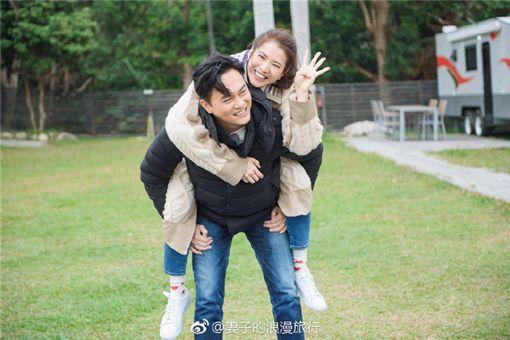 袁詠儀與張智霖。(圖/翻攝自妻子的浪漫旅行微博)