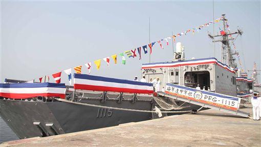 反潛利器派里雙艦高雄成軍派里級巡防艦8日在高雄左營軍港成軍,一大特色就是「拖曳式陣列聲納」,最遠偵蒐距離長達130公里,為反潛利器。中央社記者游凱翔攝  107年11月8日