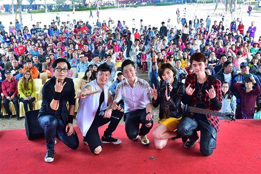 艾成、王瞳、何豪傑、樂咖、阿修羅組成的「87樂團」圖/民視提供