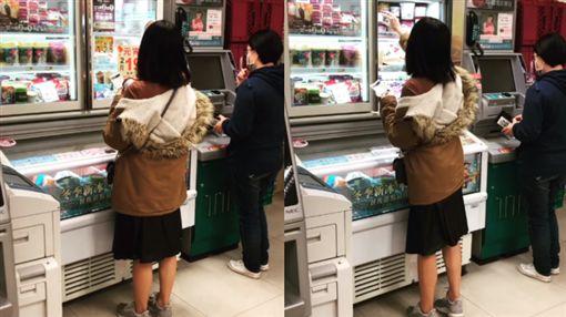 女友挑選冰淇淋又放回去,這瞬間讓他想娶了。(圖/翻攝爆廢公社公開版)
