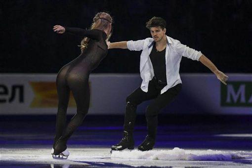 溜冰選手服裝超緊身…近看幾乎「透視」!網驚:三點全露?youtube