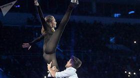 溜冰選手服裝超緊身…近看幾乎「透視」!網驚:三點全露? youtube