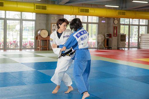 ▲連珍羚(左)是台灣自位旅日女職業柔道選手。(圖/連珍羚提供)