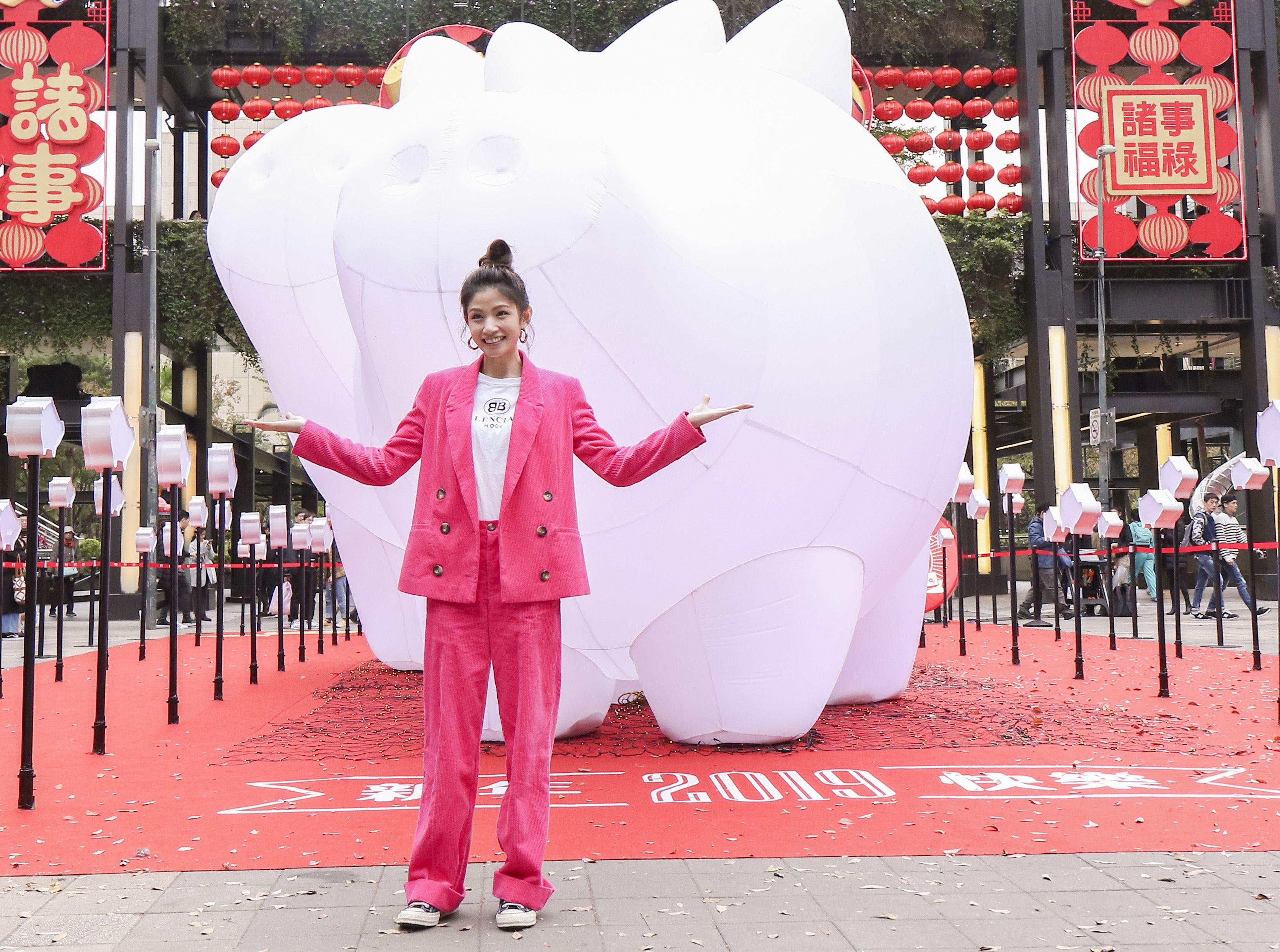 2019新光三越豬年燈展首度結合聲光秀點亮信義區,李千那。(記者林士傑/攝影)