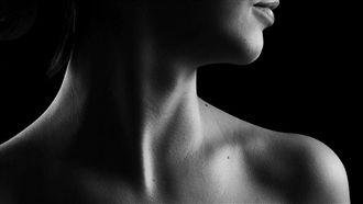 她脖子腫痛以為落枕 一查竟是肺腺癌