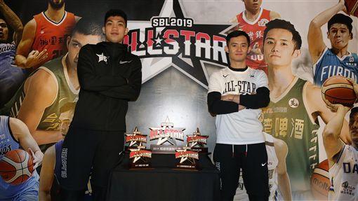 SBL明星賽黑白兩隊隊長黃泓瀚與蔣淯安(圖/中華籃協提供)