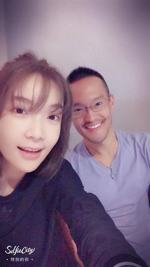 謝明儒與蔡淑臻多次曬自拍。(圖/翻攝自臉書)